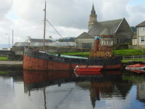Old_Puffer_in_canal_basin_at_Ardrishaig_-_geograph.org.uk_-_1207649