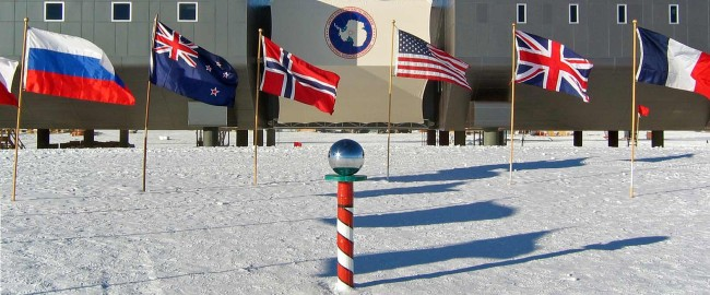 Amundsen-scott-south_pole_station_2007_edit1