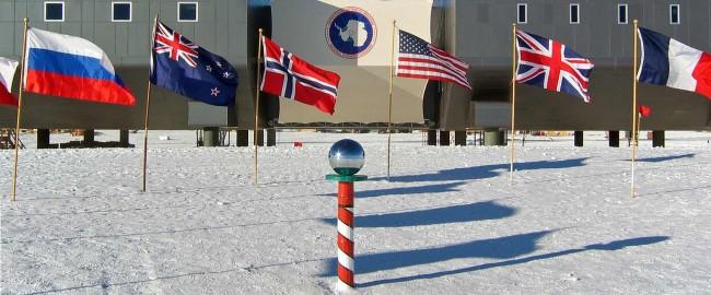 Amundsen-scott-south_pole_station_2007_edit1